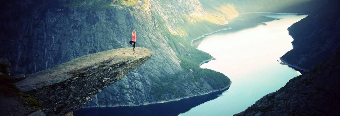 ¿Hacer yoga adelgaza? Ya sabemos que el yoga es una actividad realmente buena para el corazón, pero realmente se adelgaza con el yoga.